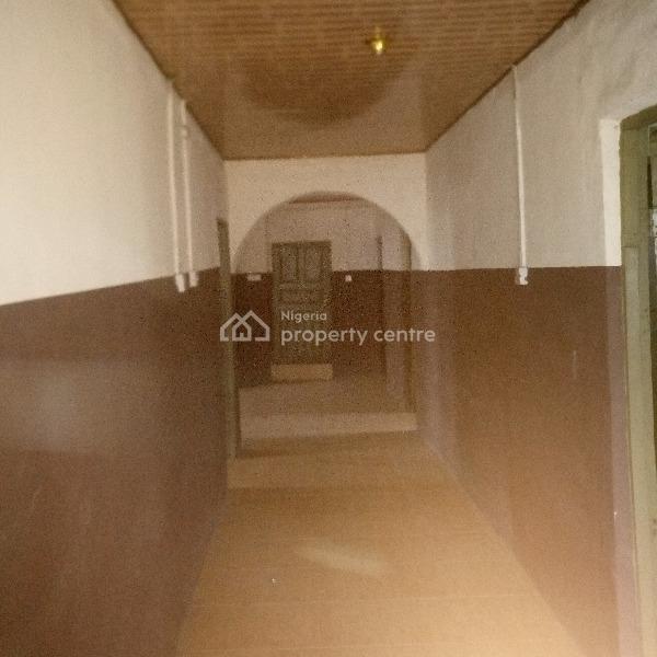 an Extraordinary Spacious Fairly Used Well Maintained Ensuites 4 Bedroom Flat, Makoko, Adekunle, Yaba, Lagos, Flat for Rent