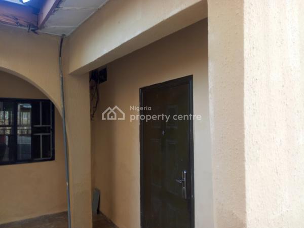 Massive 1 Bedroom, 2nd Avenue, Gwarinpa Estate, Gwarinpa, Abuja, House for Rent
