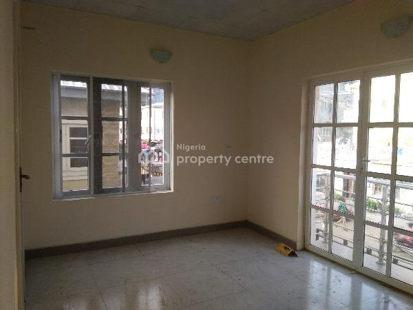 Newly Built Serviced Spacious 3 Bedroom Flat with Maids Room, Adekunle, Yaba, Lagos, Flat for Rent