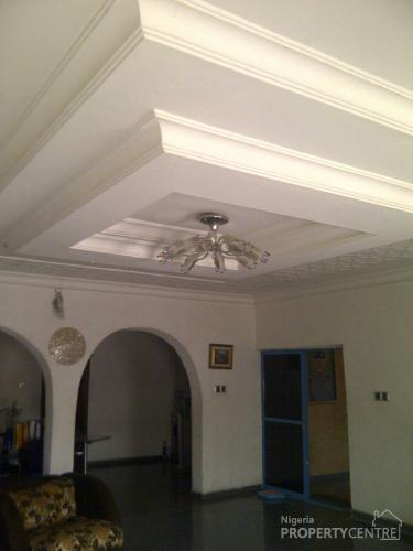For Sale 8bedroom House Sitting On 2plots Tared Road And