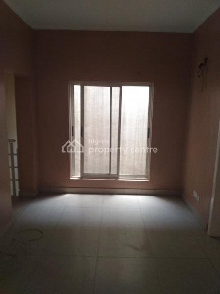 2 Bedroom Flat, Off Moleye Street, Alagomeji, Yaba, Lagos, Flat for Rent