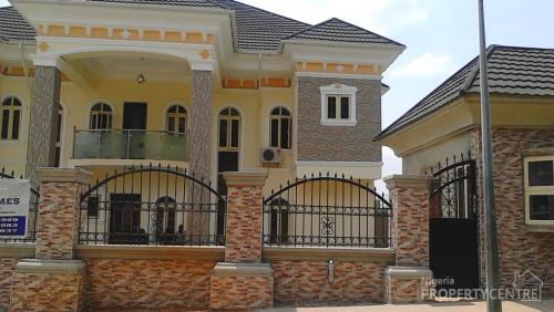 For rent newly built 5 bedrooms duplex with swimming pool for Garage nice centre