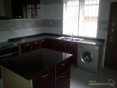 5 Bedroom Detached Duplex All En Suite With Jacuzzi Cctv Fitted Kitchen Smoke Detector