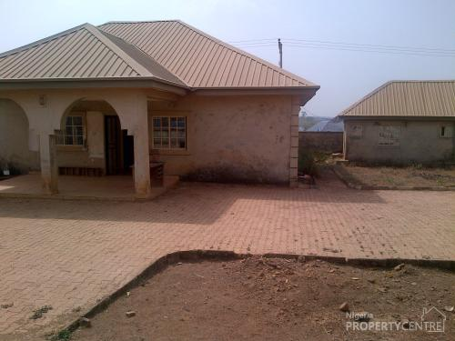 3 bedroom bungalow with 2 bedroom flat boys quarters for Homes with inlaw quarters for sale