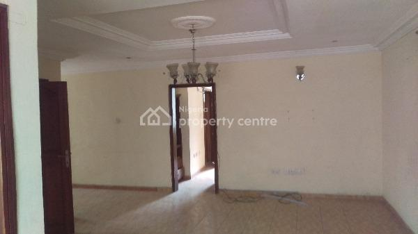 Spacious 2 Bedroom Flat Upstairs, at Admiralty Way, Lekki Phase 1, Lekki, Lagos, Flat for Rent