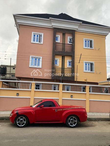 Standard Luxury 3 Bedroom Flat, Iponri, Surulere, Lagos, Block of Flats for Sale