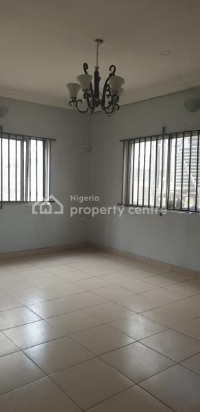 Spacious 3 Bedroom Flat ( Upstairs), Sabo, Onike, Yaba., Sabo, Yaba, Lagos, Flat for Rent