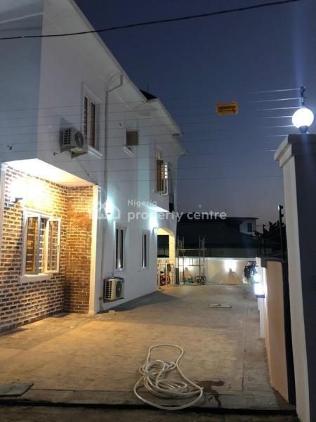 (distress) 5bedrooms with 2rooms Bq,  Laundry Room, Sangotedo, Ajah, Lagos, Detached Duplex for Sale