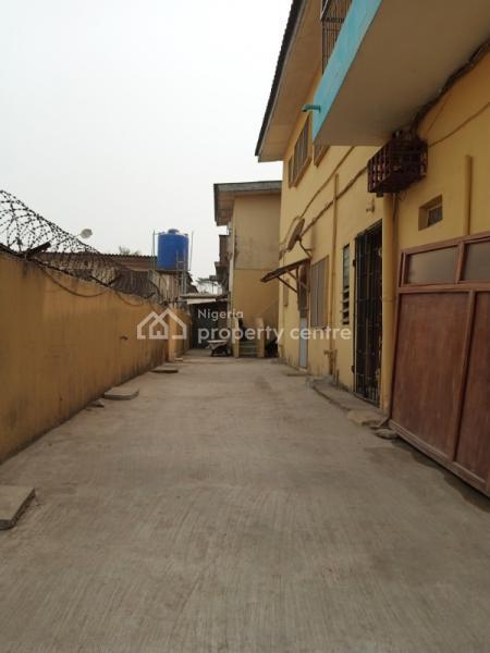 Newly Renovated Miniflat Bq with Toilet/bath & Kitchen (outside ), Akoka, Yaba, Lagos, Mini Flat for Rent