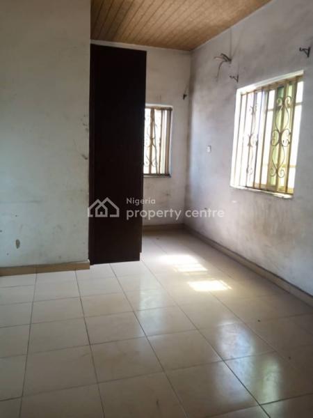 Lovely 3 Bedroom Flat, Ebute Metta East, Yaba, Lagos, Flat for Rent