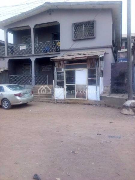Hostel, 11 Agbowo Street, Close to U I, Ojoo, Ibadan, Oyo, Hostel for Sale