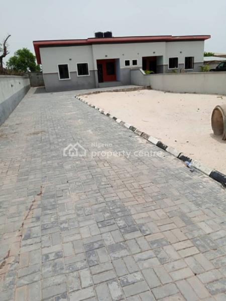 Well Maintained 3 Bedrooms Bungalow, Lekki Scheme 2 By Abraham Adesanya Ajah., Lekki Phase 2, Lekki, Lagos, Detached Bungalow for Rent