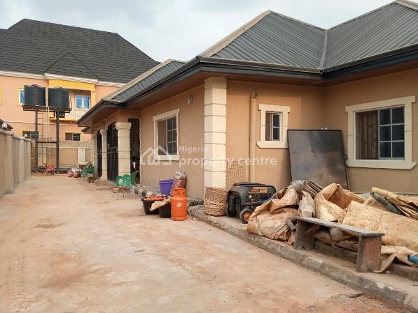 Luxury 5 Bedrooms Flat, with Excellent Finishing., Pz Road., Benin, Oredo, Edo, Block of Flats for Sale