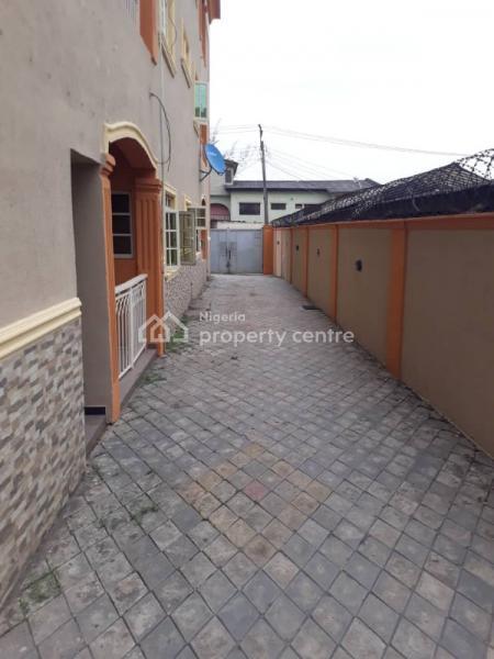 Standard 3 Bedroom Flat, Cmd Road, Near Magodo-shangisha, Magodo, Lagos, Flat for Rent