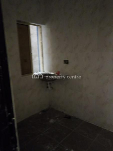 Lovely 2 Bedroom Flat, Off Apata Street, Onipanu, Shomolu, Lagos, Flat for Rent