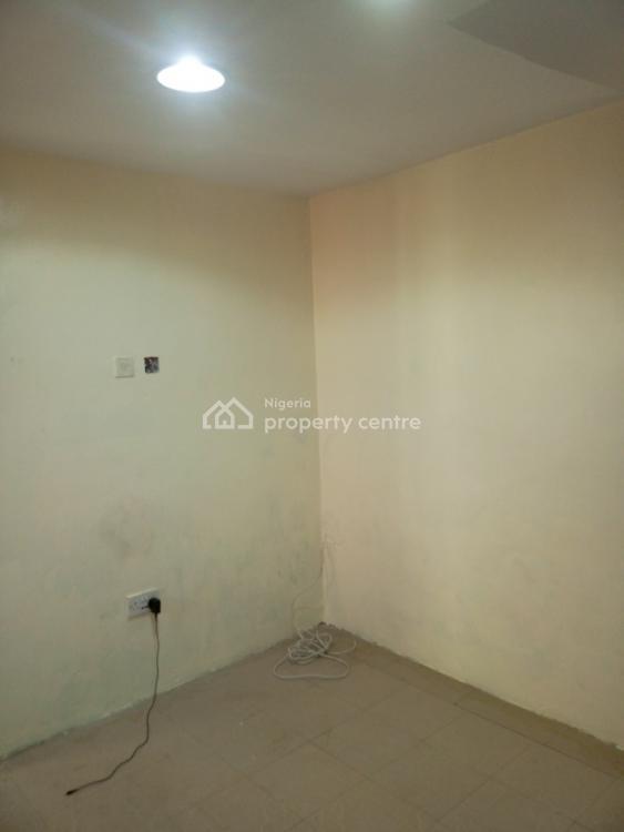 2 Bedroom Bq, Lekki Phase 1, Lekki, Lagos, Flat for Rent