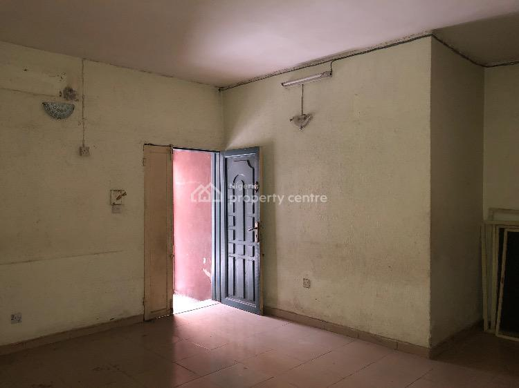 3 Bedroom Flat with Car Park, Off Folaagoro Street, Fola Agoro, Yaba, Lagos, Flat for Rent