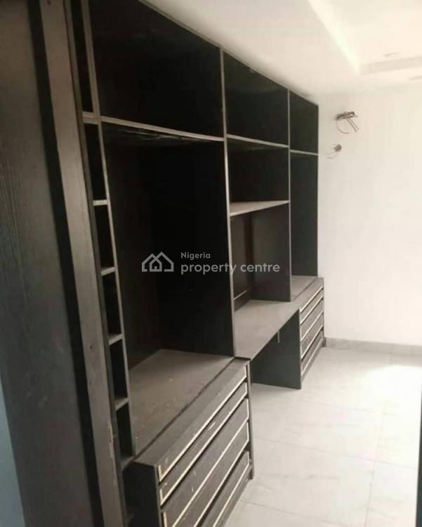 3 Bedroom House ., Iponri, Surulere, Lagos, Flat for Sale
