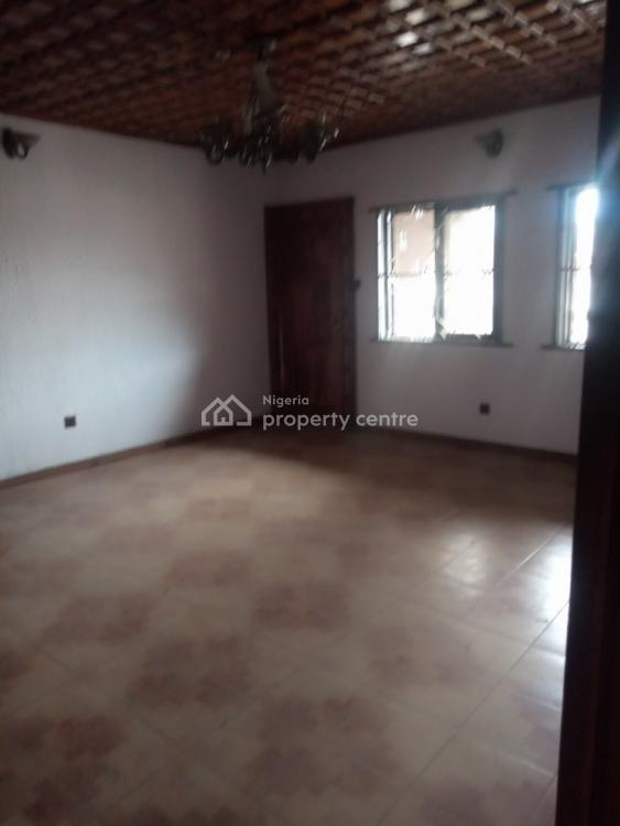 Well Renovated 3 Bedroom Flat Upstairs with 2t and 2b, Off Nnobi Left, Kilo, Surulere, Lagos, Flat for Rent