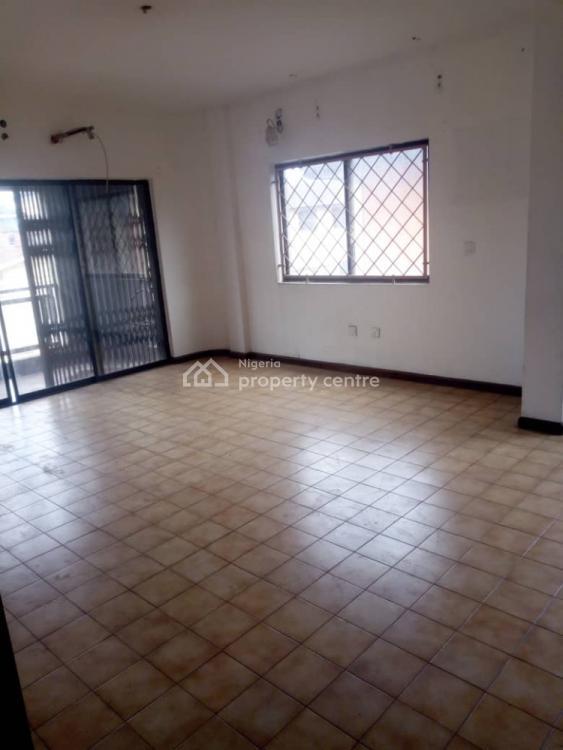 Decent 2 Bedroom Flat, Alagomeji, Yaba, Lagos, Flat for Rent