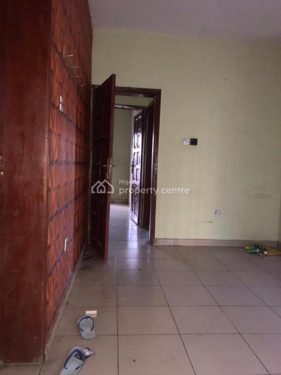 an Executive Super 3 Bedroom with Bq, Off Bajulaiye Road, Bariga, Shomolu, Lagos, Flat for Rent