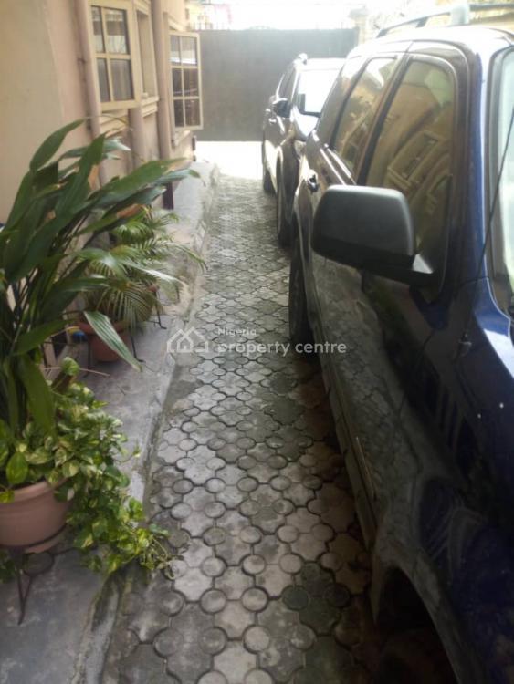 Lovely & Spacious 3 Bedroom Ensuite Flat ( Upstairs), Folaagoro, Fola Agoro, Yaba, Lagos, Flat for Rent