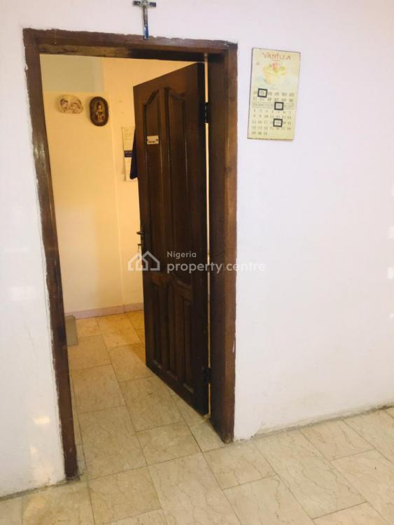 Hot Deals of 2 Rooms 1 Toilet Office Space in a Very Good Location, Lekki Phase 1, Lekki, Lagos, Office Space for Rent