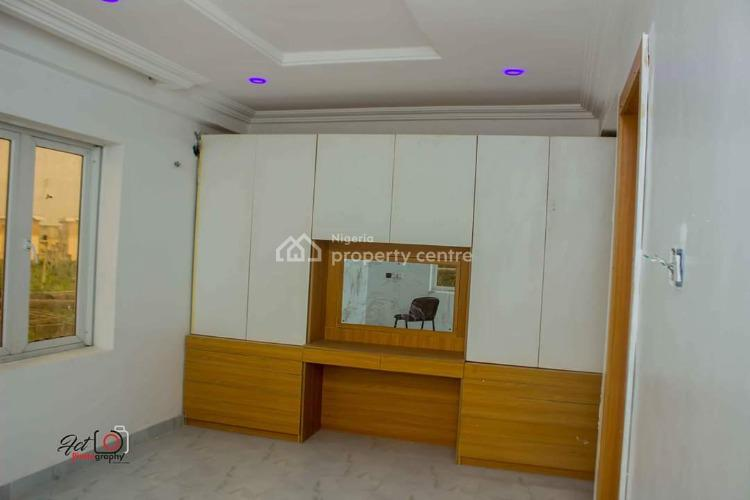 3 Bedroom Flat, Olaleye Road, Iponri, Surulere, Lagos, Flat for Sale