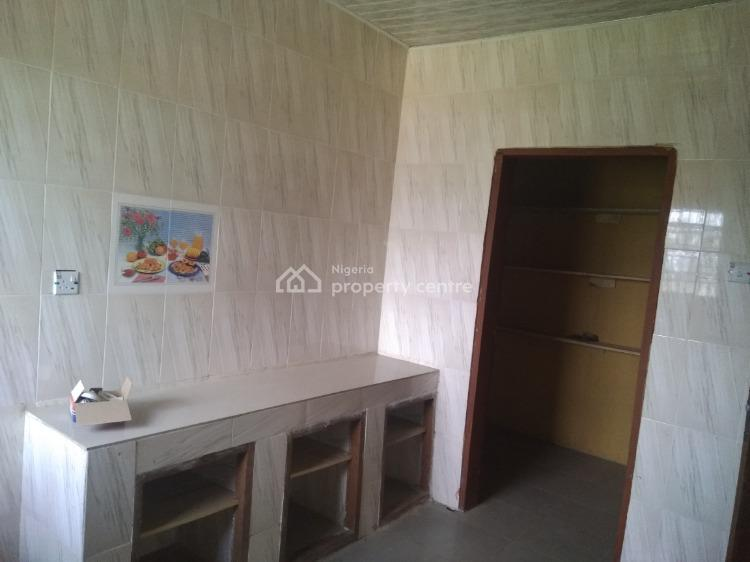 Apartment in a University Quaters, Lead City Staff Quaters, Challenge, Ibadan, Oyo, Block of Flats for Sale