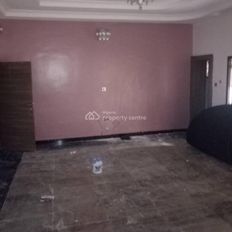 Tastefully Serviced 2 Bedroom Flat with a Bq, En-suite,spacious Bedrooms., Wuse 2, Abuja, Flat for Rent