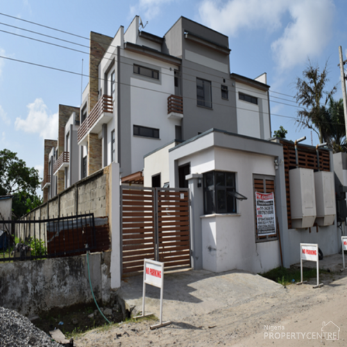 For Rent: 4 Bedroom Serviced Town House,off Queen Drive