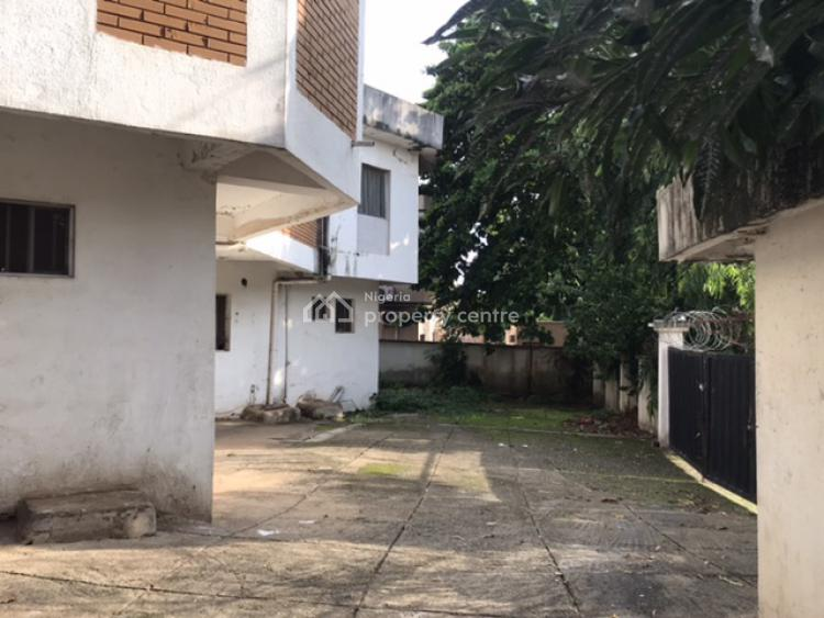 Old 7 Bedrooms House with Attached 2 Rooms Maids Qtrs, Off Ademola Adetokunbo Crescent, Wuse 2, Abuja, Detached Duplex for Sale