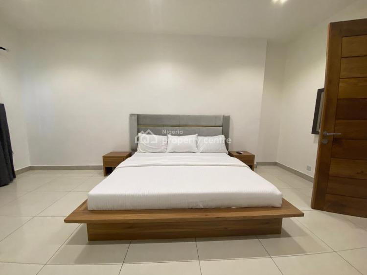 Luxurious 2 Bedrooms Penthouse with Table Tennis and Snooker, Christ Avenue, Off Admiralty Road, Lekki Phase 1, Lekki, Lagos, Flat Short Let