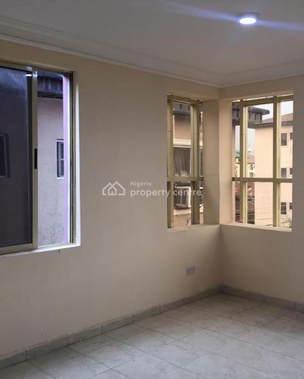 Luxury 3 Bedroom Flat with a Bq (upstairs), Alagomeji, Yaba, Lagos, Flat for Sale