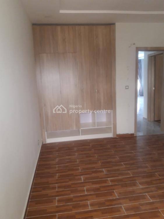 Luxurious 2 Bedroom Flat in Serviced Gated Estate., Elegushi Beach Road Lekki Phase One 3rd Round About., Lekki Phase 1, Lekki, Lagos, Flat for Sale