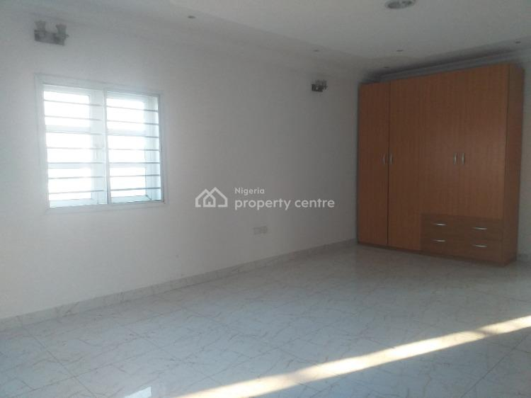 Serviceed 2 Bedroom Flat Upstairs  Well Maintained in a Secured Estate, Lekki Phase 1, Lekki, Lagos, Flat for Rent