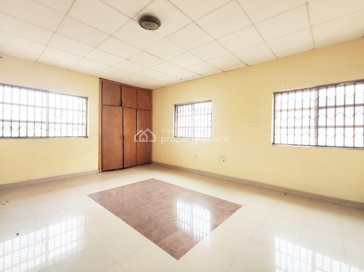 Very Clean 3 Bedroom Apartment. Private Staircase. Upstairs., Lekki Phase 1, Lekki, Lagos, Flat for Rent