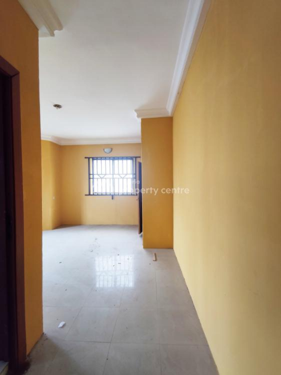 Well Maintained 3 Bedroom Apartment with Bq. Upstairs. in an Estate, Lekki Phase 1, Lekki, Lagos, Flat for Rent