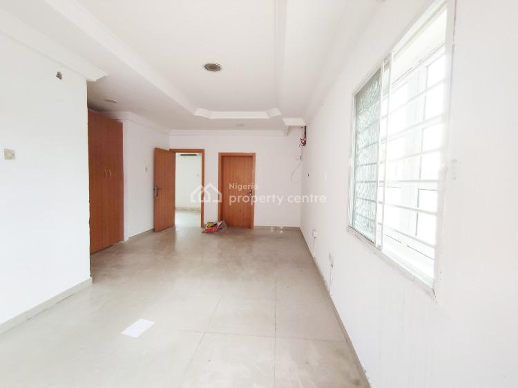 2 Bedroom Penthouse. Air-conditioning. Serviced with Generator, Lekki Phase 1, Lekki, Lagos, Flat for Rent