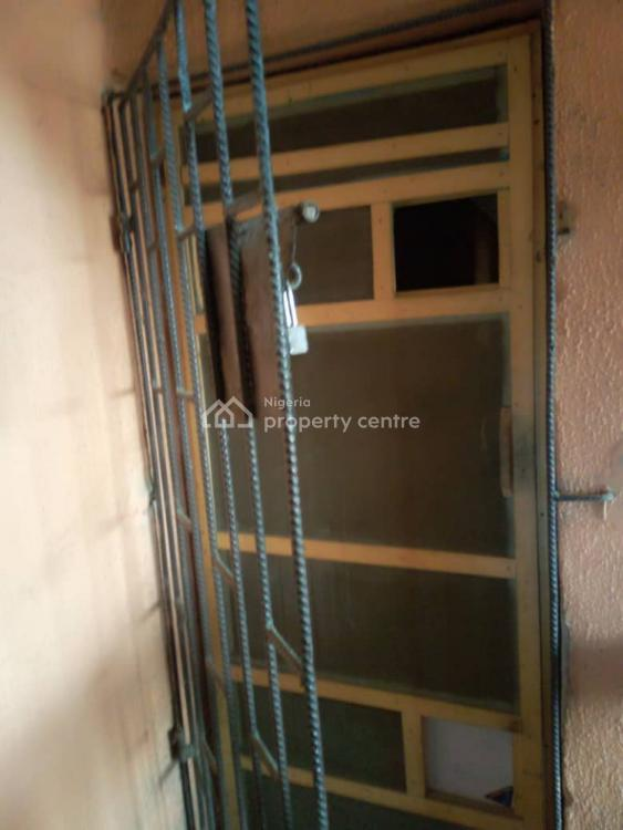 3 Bedroom Upstairs, Off Lawanson Road, Lawanson, Surulere, Lagos, Flat for Rent