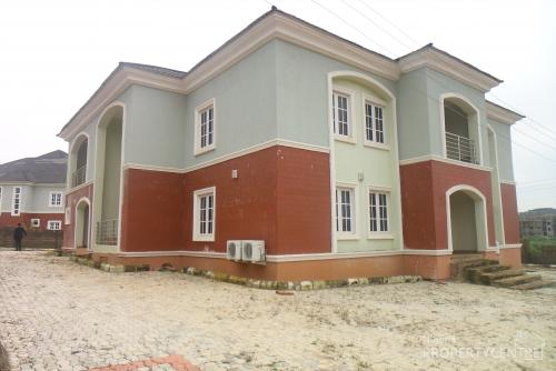 4 Bedroom Fully Detached Duplex Within An Estate For Sale 100million Naira Guzape District