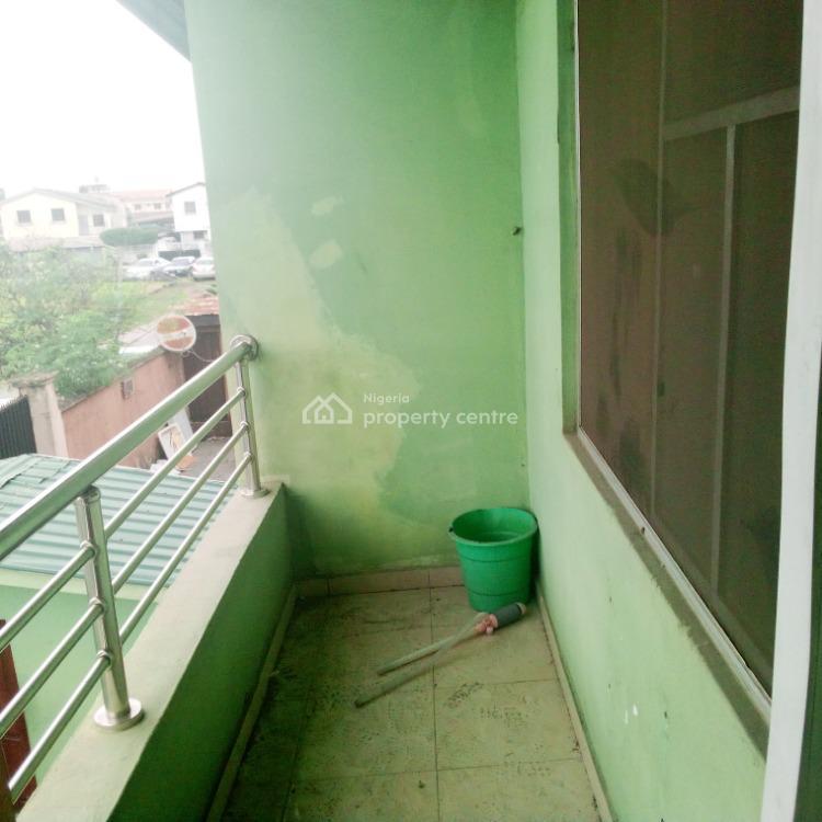 Cute 2 Bedroom Flat Upstairs., Sholeye Crescent., Ogunlana, Surulere, Lagos, Flat for Rent