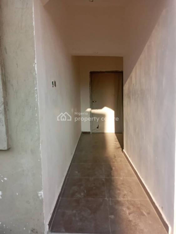 3 Bedroom Flat Upstairs, Before Vgc Estate, Lekki Expressway, Lekki, Lagos, Flat for Rent