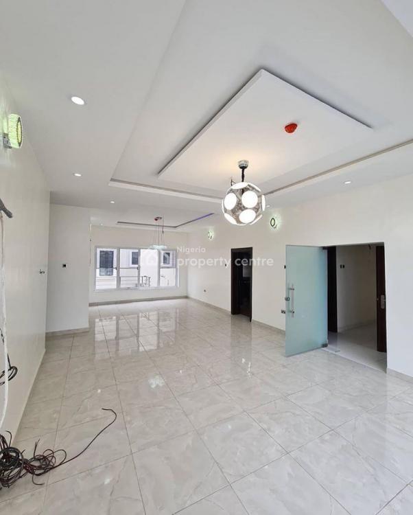 Awesome 4 Bedroom Apartment, Lekki Phase 1, Lekki, Lagos, Flat / Apartment for Sale