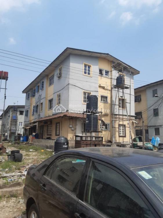 3 Bedroom Flat Upstairs, Iponri, Surulere, Lagos, Flat for Sale