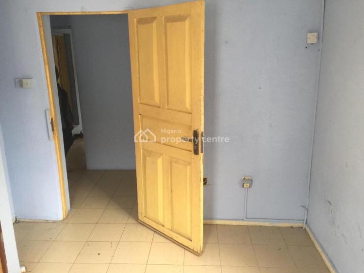 Nice 2 Bedroom Flat Upstairs, Lekki Phase 1, Lekki, Lagos, Flat for Rent