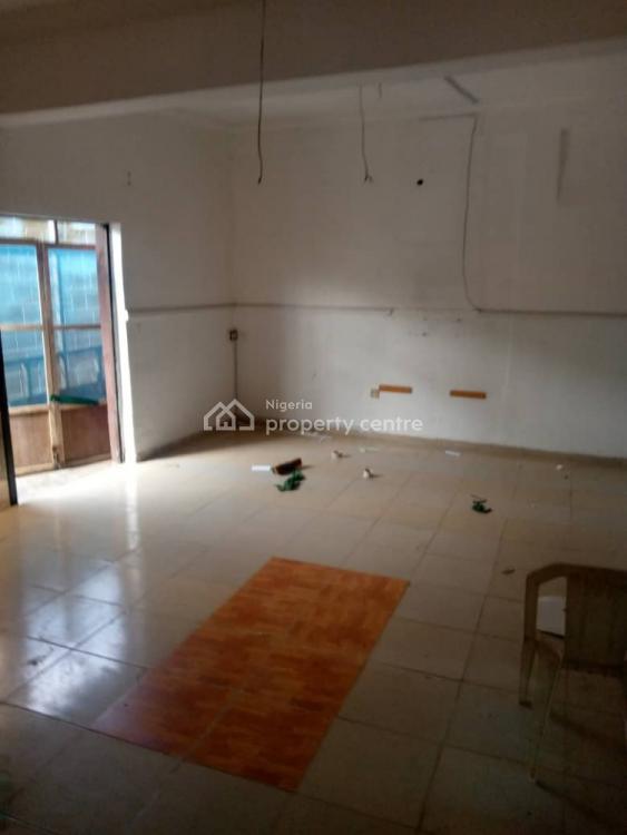 3 Bedrooms, Ogunlana, Surulere, Lagos, Flat for Rent