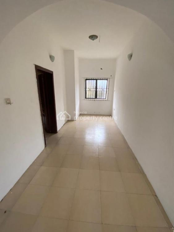 Spacious Room in a Shared Flat with Wifi & Generator, Thomas Estate, Ajiwe, Ajah, Lagos, Self Contained (single Rooms) for Rent