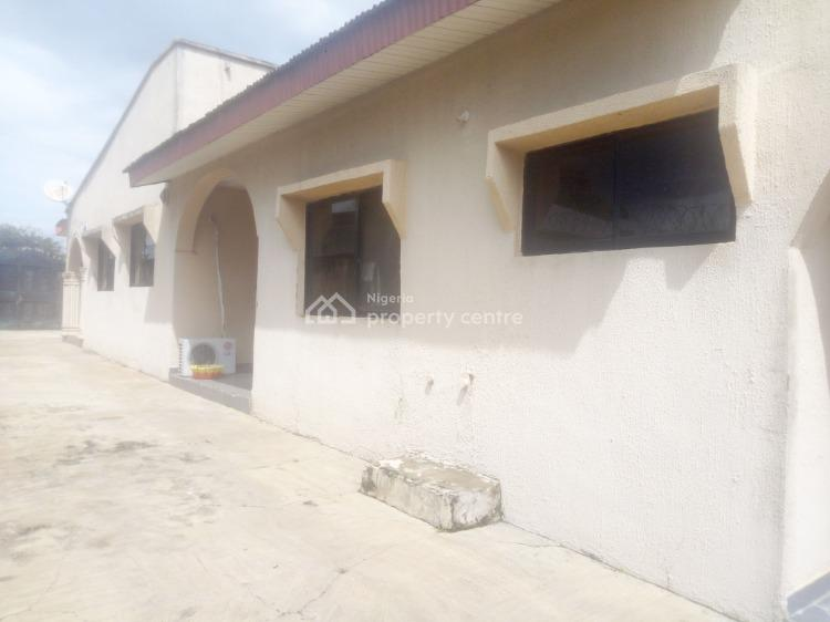 Strategic 3 Bedroom Bungalow Near The Road, Peace Street, Royal Guard Area,, Challenge, Ibadan, Oyo, Detached Bungalow for Sale