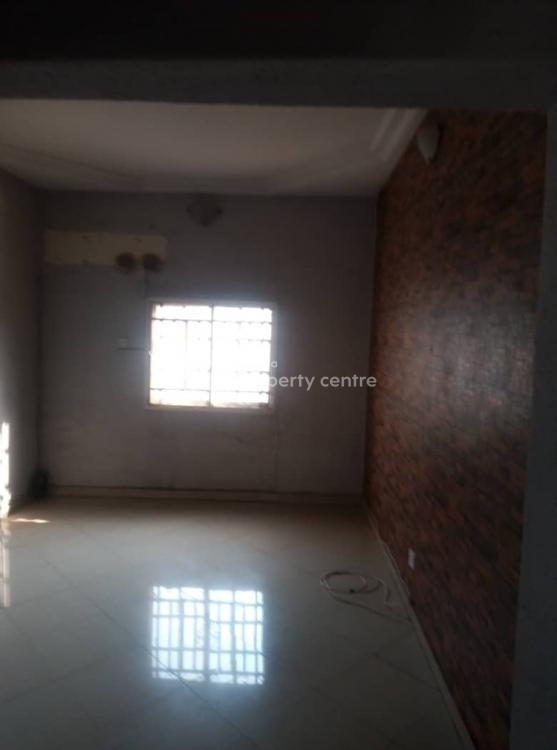 Nice 2 Bedroom Flat with Car Park ( Upstairs), Yaba, Lagos, Flat for Rent